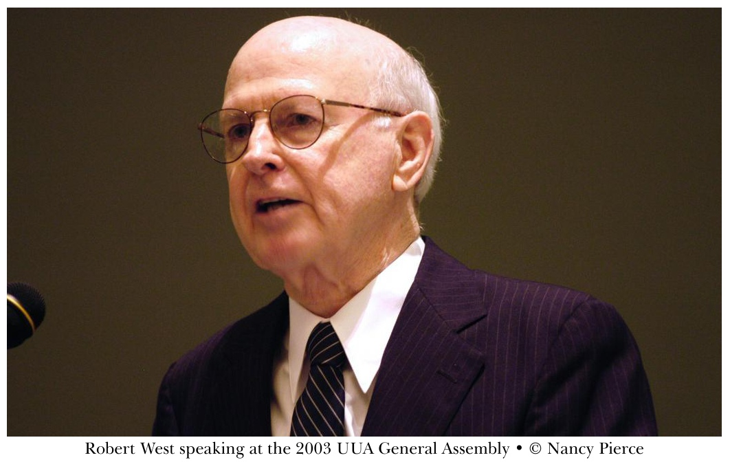 Robert West speaks at 2003 UUA General Assembly - © Nancy Pierce
